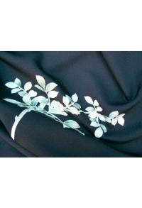 Blüten und Blätter, zartgrün auf schwarz